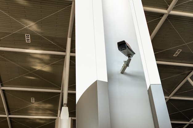 ブランクの看板を備えたcctv監視カメラ