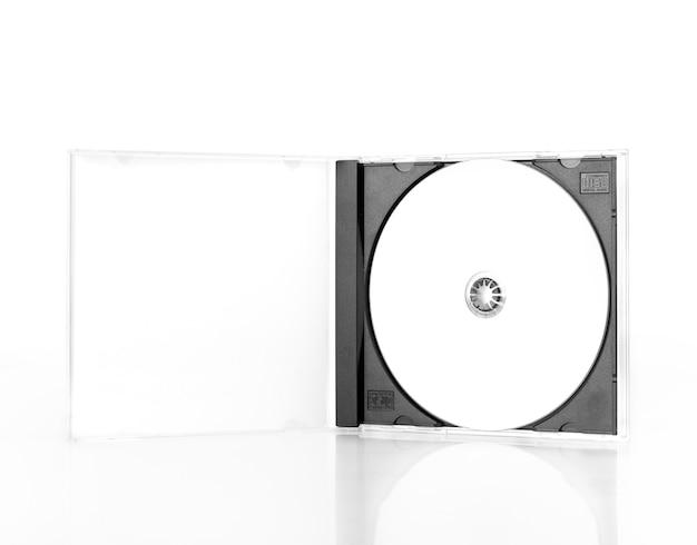 白で隔離されるcdケースオープン