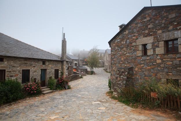 スペイン、cebreiroの典型的な家屋の眺め