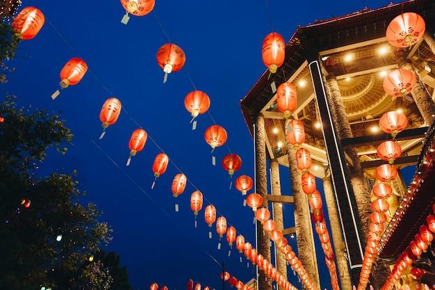 Празднование фестиваля китайских фонарей