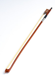 Лук виолончели, изолированные на белом фоне