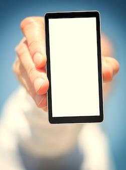 Планшет сотового телефона в руке для рекламы