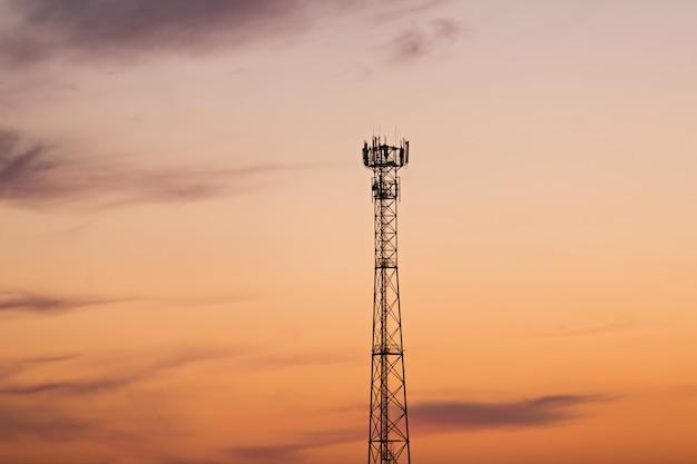 Сотовая связь на фоне яркого заката