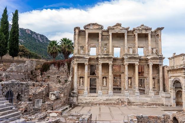 Celsius library in ancient city ephesus (efes). selcuk, izmir, turkey