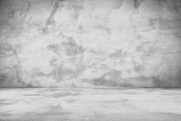 Цементный пол и стены