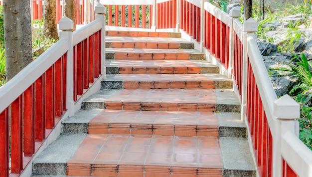 공원에서 시멘트 계단