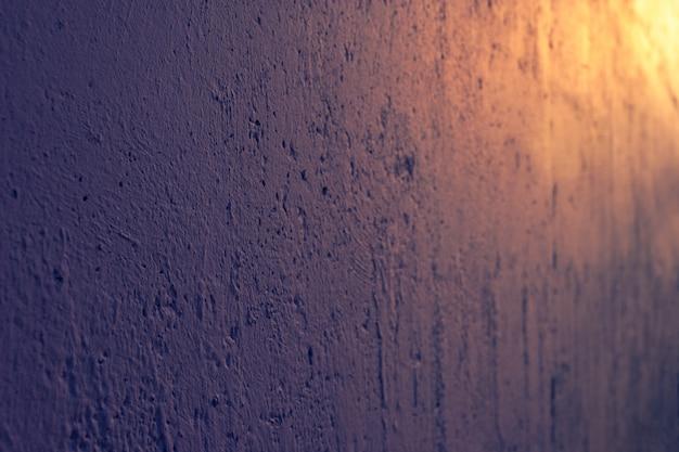 Цементная стена с шероховатостями, трещинами и неровностями. абстрактный фон гранж.