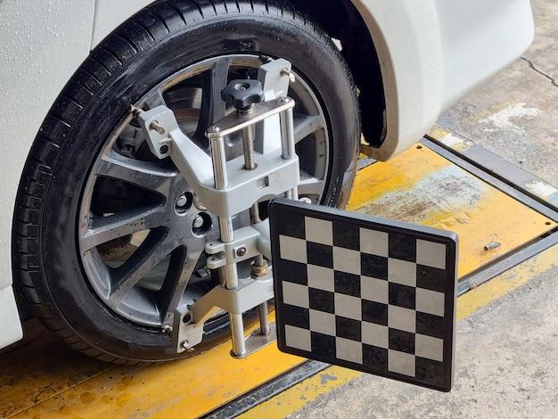 Центр балансировки автомобильного колеса