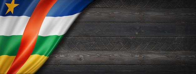 Флаг центральной африки на черной деревянной стене