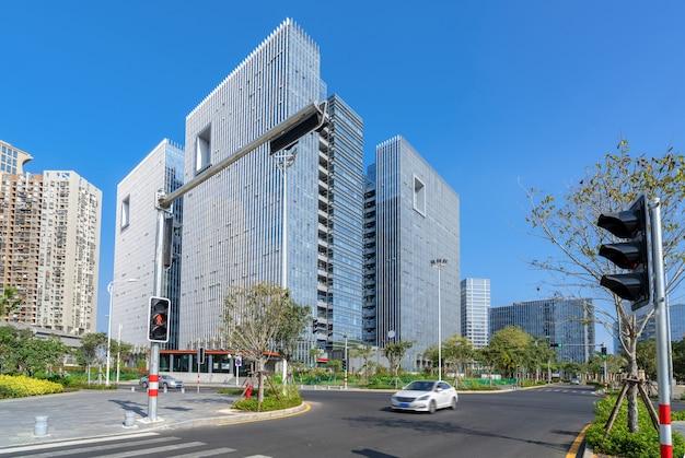 中央ビジネス地区、道路と高層ビル、厦門、中国。
