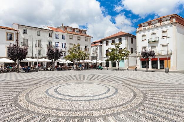 Центральная площадь в лейрии, район лейрия, португалия