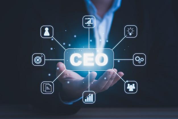 Ceoのコンセプト。黒の背景にceoの概念アイコンを持つビジネスマン。