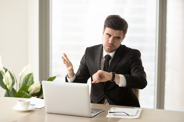 Ceo feeling serious problem with time organization Free Photo