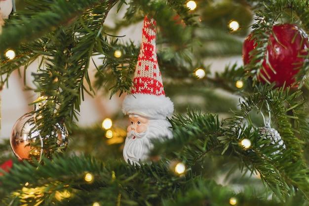 크리스마스 트리에 세라믹 크리스마스 장난감 산타 클로스