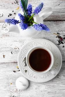 お茶とセラミックカップ