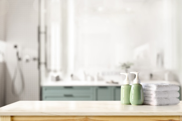 욕실 배경 위에 카운터에 세라믹 샴푸, 비누 병 및 수건