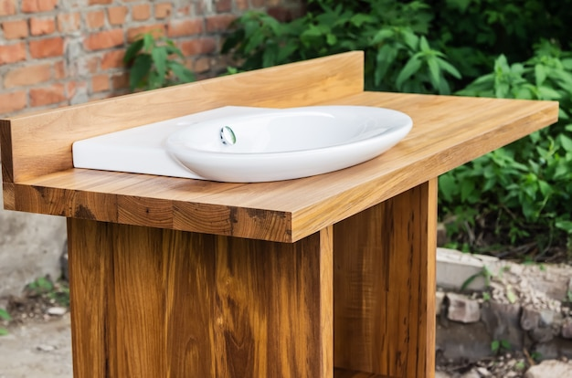Керамическая мойка со шкафом из тикового дерева