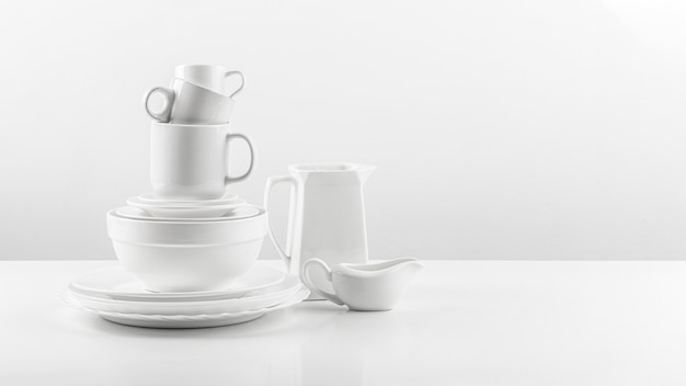Collezione di stoviglie in ceramica