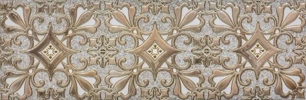 부엌을 위한 추상적 기하학적 모자이크 패턴이 있는 세라믹 타일