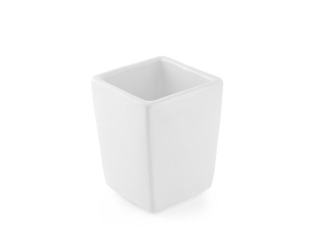 白い背景の上のセラミック花瓶