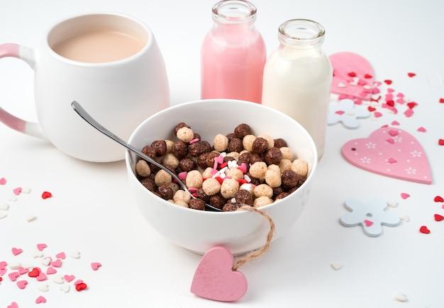 아침에 시리얼 볼과 우유 음료