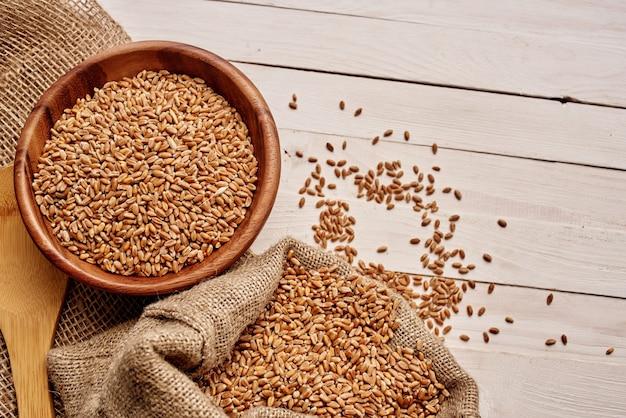 Крупы приготовление органических продуктов питания крупным планом. фото высокого качества