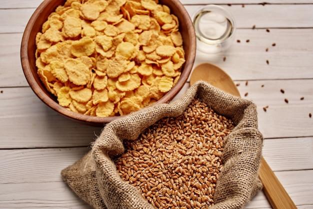 袋に入ったシリアル食品天然成分を上から見たところ。高品質の写真