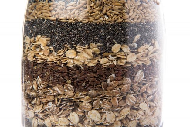 Зерно внутри банки