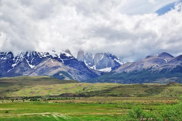 칠레 파타고니아 토레스 델 파이네 국립 공원의 세로 페인 그란데