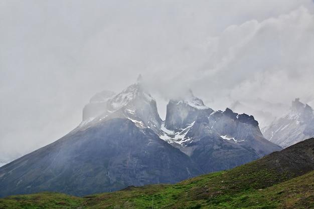 칠레 파타고니아 토레스 델 페인 국립 공원의 세로 페인 그란데