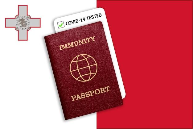 Сертификат на выезд после пандемии для людей, перенесших коронавирус или сделавших вакцину, и результат теста на covid-19 на флаге мальты