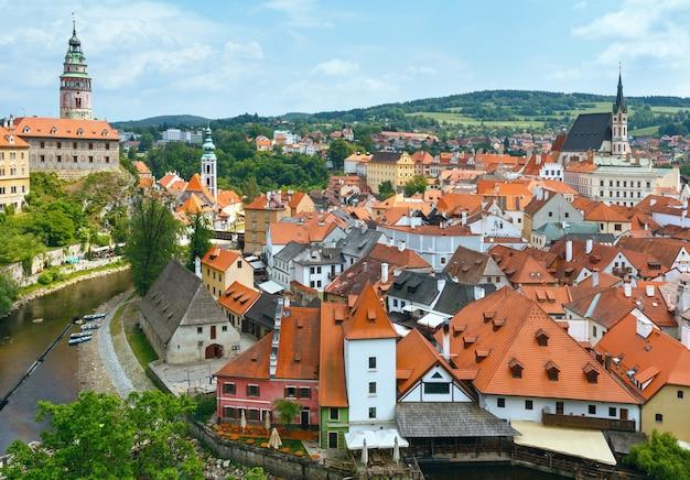 체스키 크룸 로프 성 (왼쪽, 1240 년으로 거슬러 올라감) 및 도시 봄 전망 (체코 공화국)