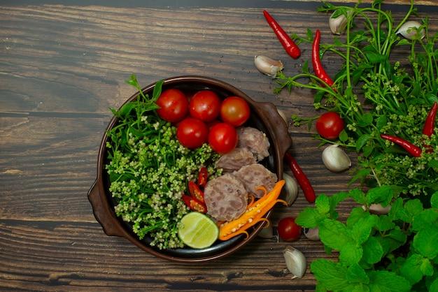 실론 시금치 카레 발효 돼지 고기로 내부 요리 재료 칠리 태국 북부 음식