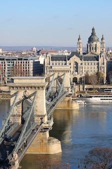 Цепной мост через реку дунай, будапешт, венгрия