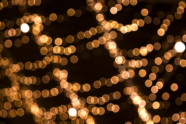 ボケ味のチェーンライトクリスマスの背景お祭りのコンセプトデザインの場所