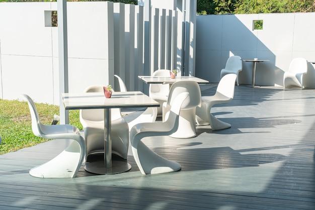 椅子とテーブルのカフェレストラン