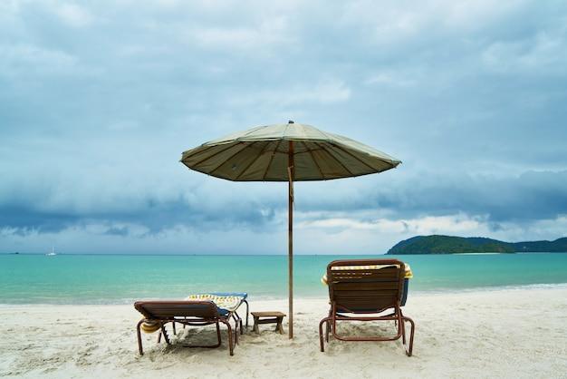 椅子空のビーチ風景有名な場所