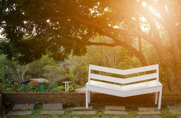 Sedia in giardino