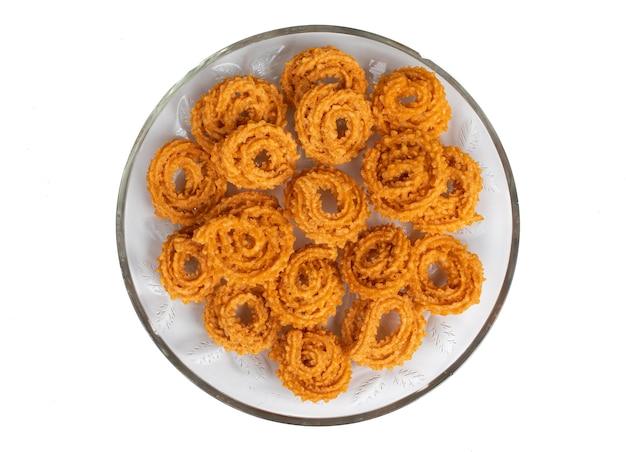 チャカリまたはムルックスナックは、インドのディワリ祭、ホーリー祭の食べ物で作られています