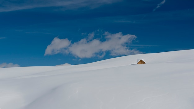Шале в снегу