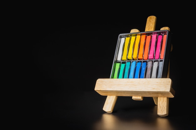 Chalk color on the realistic wooden easel