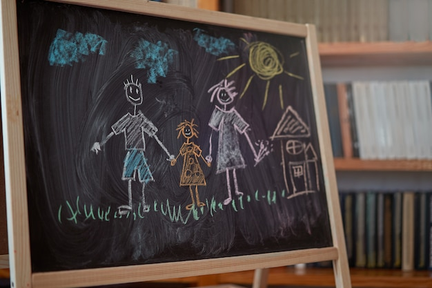 칠판에 분필. 가족 개념
