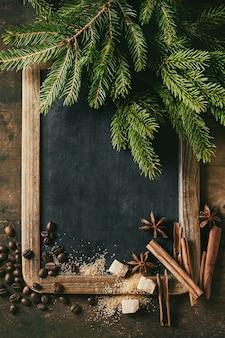 Доска и новогодняя елка