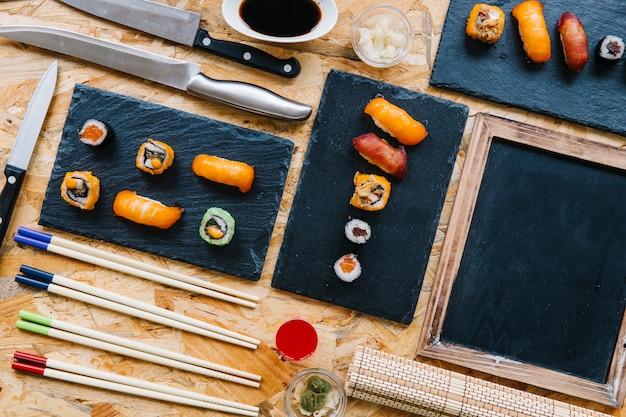 초밥 세트 근처 칠판