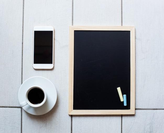 テキスト教育または作業コンセプトの準備ができている黒板または黒板