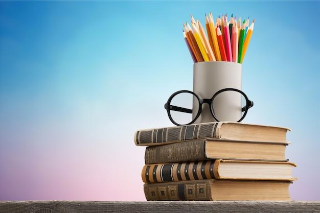 Классная доска с книгой стека