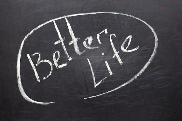 テキスト付きの黒板:より良い生活