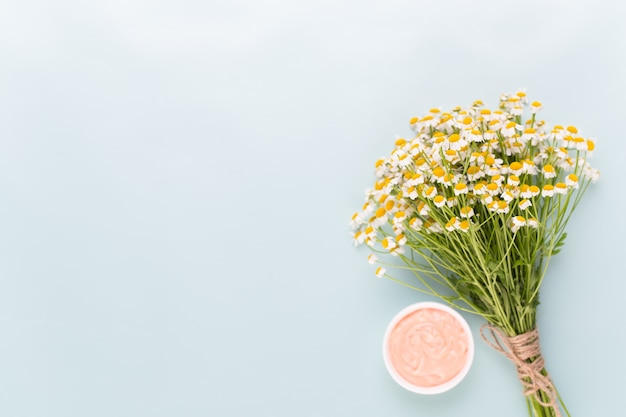 カモミールアロマテラピーのテーマ、手作りの化粧品。 textessentialと医療の花のハーブのためのスペース