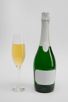 Бутылка шампанского на новый год