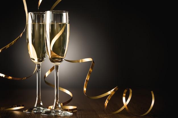 Бокалы для шампанского и растяжки